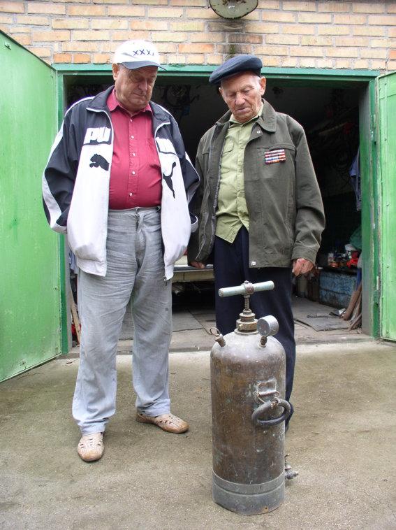 Житель села Базавлук хранит дома немецкий огнемет!