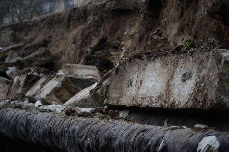 В Никополе жилые дома под угрозой (фото)