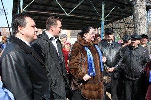 Мер Руслан Токар разом з депутатами міської ради від Партії регіонів влаштували акцію протесту проти виселення ветерана ВВВ з квартири