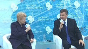 Янукович: ОСКАЛ ШАКАЛА