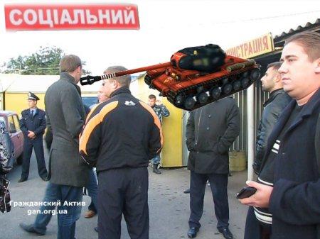"""""""Праздничное шоу""""на Первомайском рынке (ВИДЕО)"""