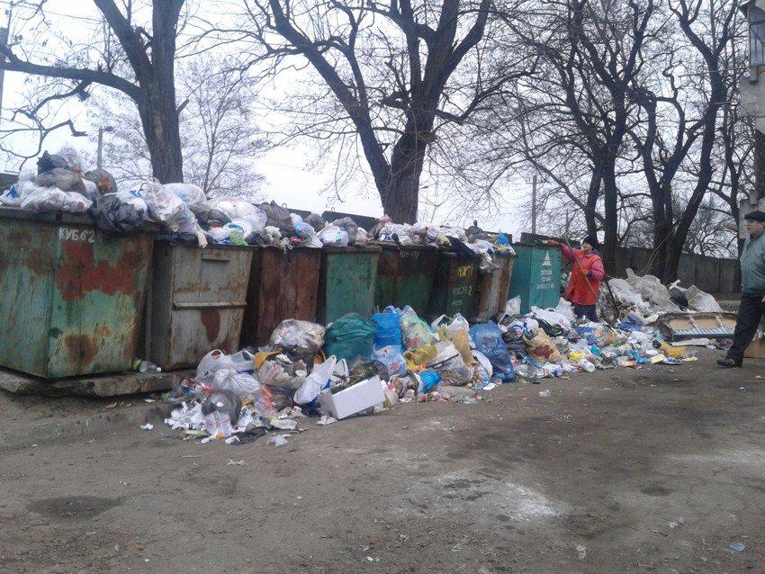 Общежитие Черноморского флота в Севастополе утопает в мусоре - Цензор.НЕТ 3798