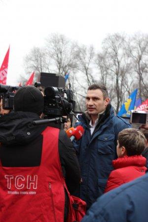 Кличко в Днепропетровске хотели облить зеленкой и подорвать (фото)