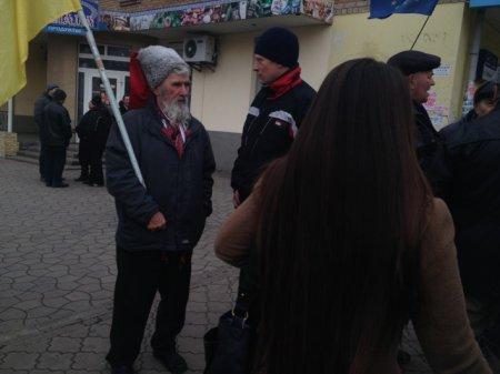 Горячие новости с площади «Независимости»  г. Никополь!!!!!!!